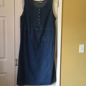 Dresses & Skirts - Cherokee denim dress 👗